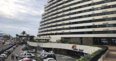 Turista carioca morre ao cair do 7º andar de hotel no bairro de Ondina