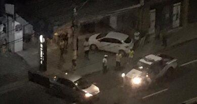 Moradores da Pituba relatam tiros e correria em tentativa de assalto em lanchonete